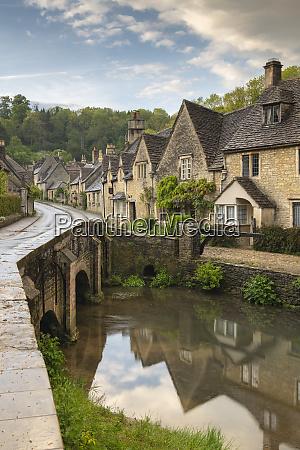 picture postcard cotswolds village of castle