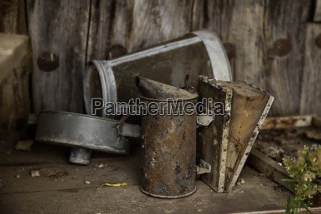 old rusty oilcan