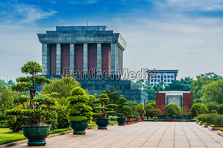 the president ho chi minh mausoleum