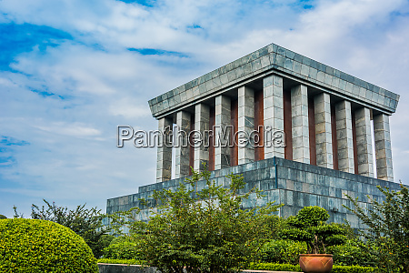 the president ho chi minh mausoleum