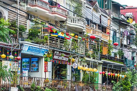 street view of hanoi train street