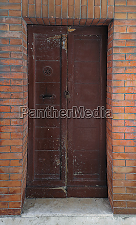 door brickwall facade