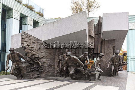 warsaw uprising monument in front of
