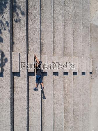 optical illusion of a man falling