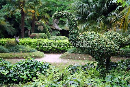 ivy dinosaurs in parque terra nostra