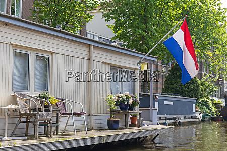 houseboat holland flag