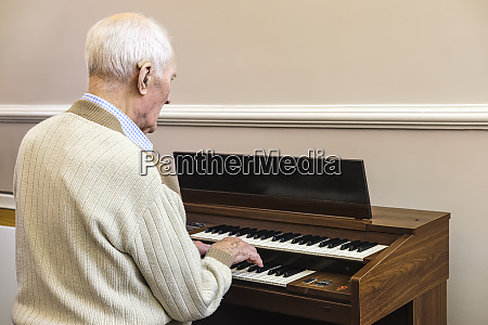 97 year old man playing the