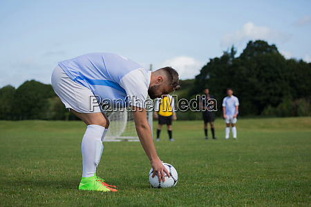 football player ready to kick the