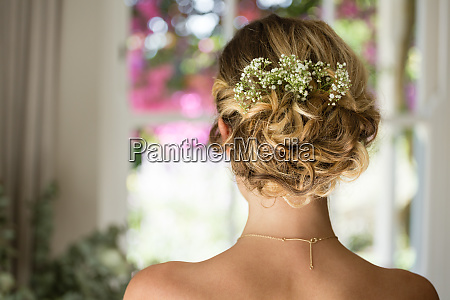 close up of bride hair