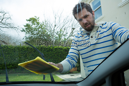 auto service staff cleaning a car