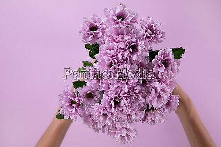 woman holding a bouquet of pink