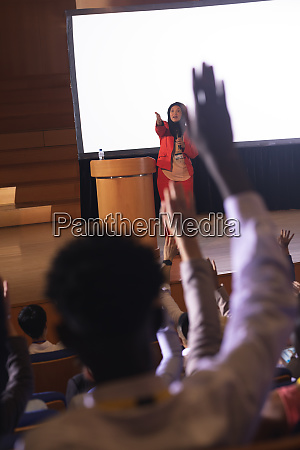 audience raising hand for the queries