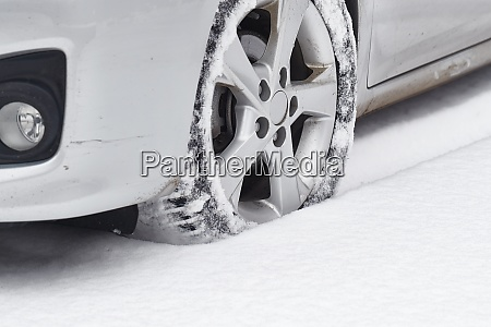 car tyre in snow