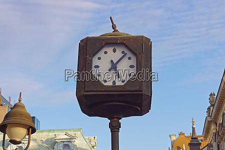 public clock pole
