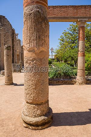 columns theater in merida