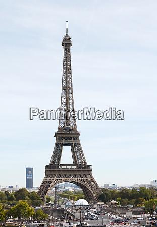 famous paris landmark the eiffel tower