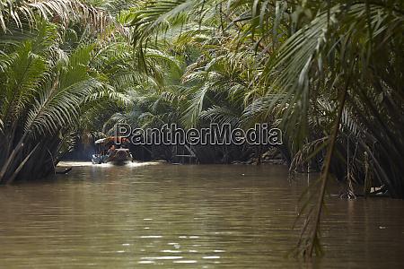boat on tan thach creek near