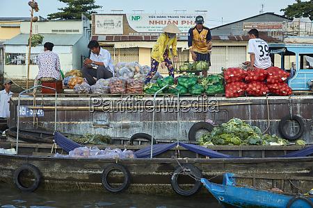 boat selling wholesale produce cai rang