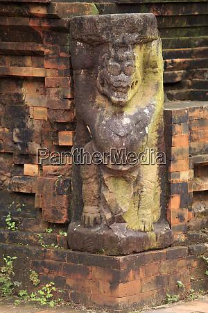 corner statue in the ancient hindu