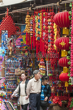 old shanghai bazaar near chenghuang miao