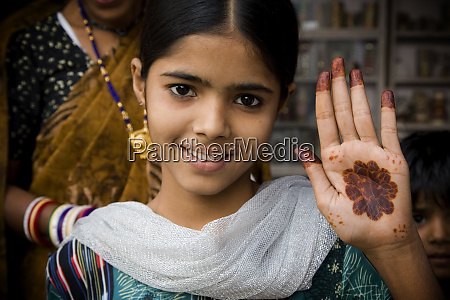 india rajasthan young girl with henna