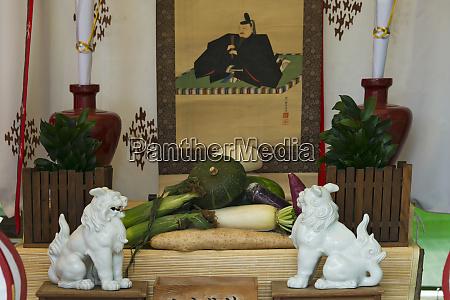 offering at temmangu shrine during tenji