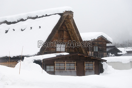 gassho-zukuri, house, covered, with, snow, in - 27712342