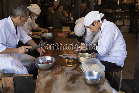 preparation of fresh eel cooked directly