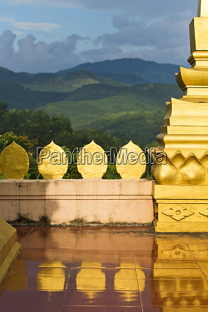 the hilltop stupor temple above luang
