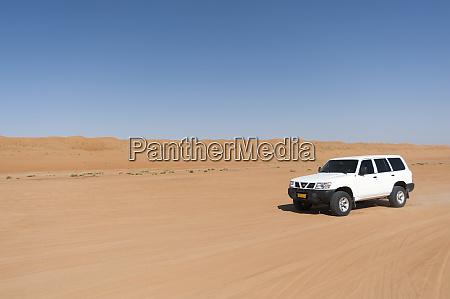 off road vehicle wahiba sands desert