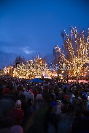 christmas lighting festival leavenworth bavarian alpine