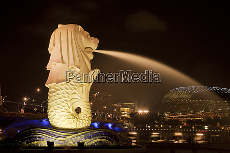 singapore merlion statue spewing water credit
