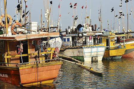 sri lanka mirissa fishermen boat gathering