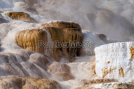 mammoth hot springs terraces yellowstone national