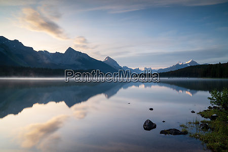 maligne lake close to jasper with