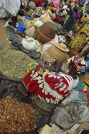 mali djenne inside the monday market