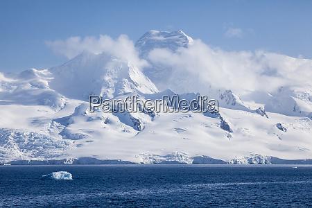 antarctica half moon bay landscape at