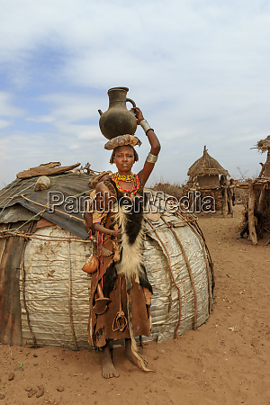 dassanech woman with child ethiopia africa