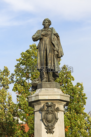 neoclassical monument of poet adam mickiewicz