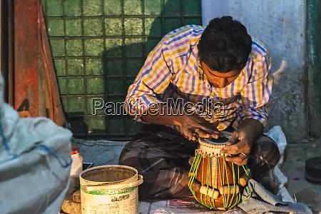 making drum on the hindu street