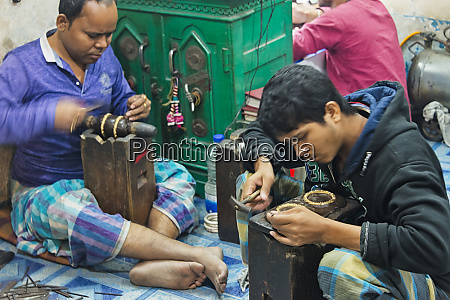 making jewelry in a jewelry shop