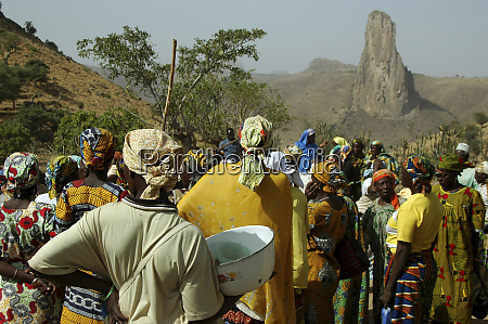 cameroon rhumsiki crowd of people gathered