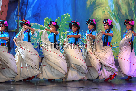 ethnic dancers performing kunming ethnic minorities