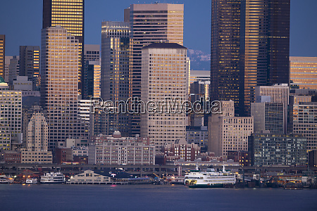 downtown seattle and waterfront in the