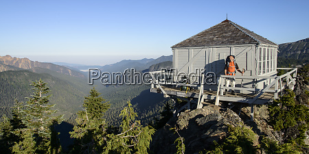 north cascades wa man with backpack
