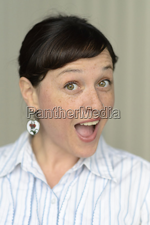 headshot of woman 30s mr