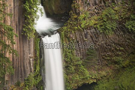 usa oregon toketee falls flows over