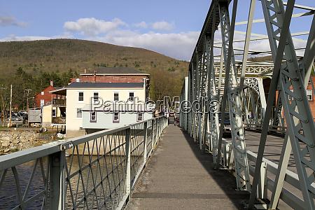 the walkway on the iron bridge