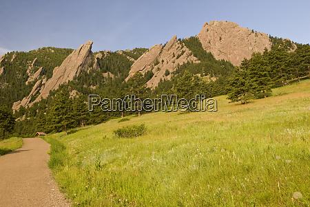 usa co boulder iconic flatiron mountains