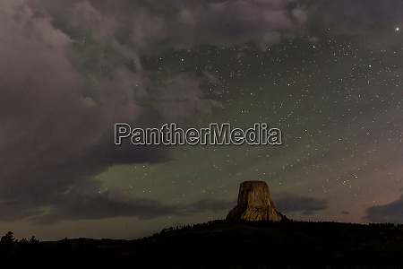 starry skies at devils tower national